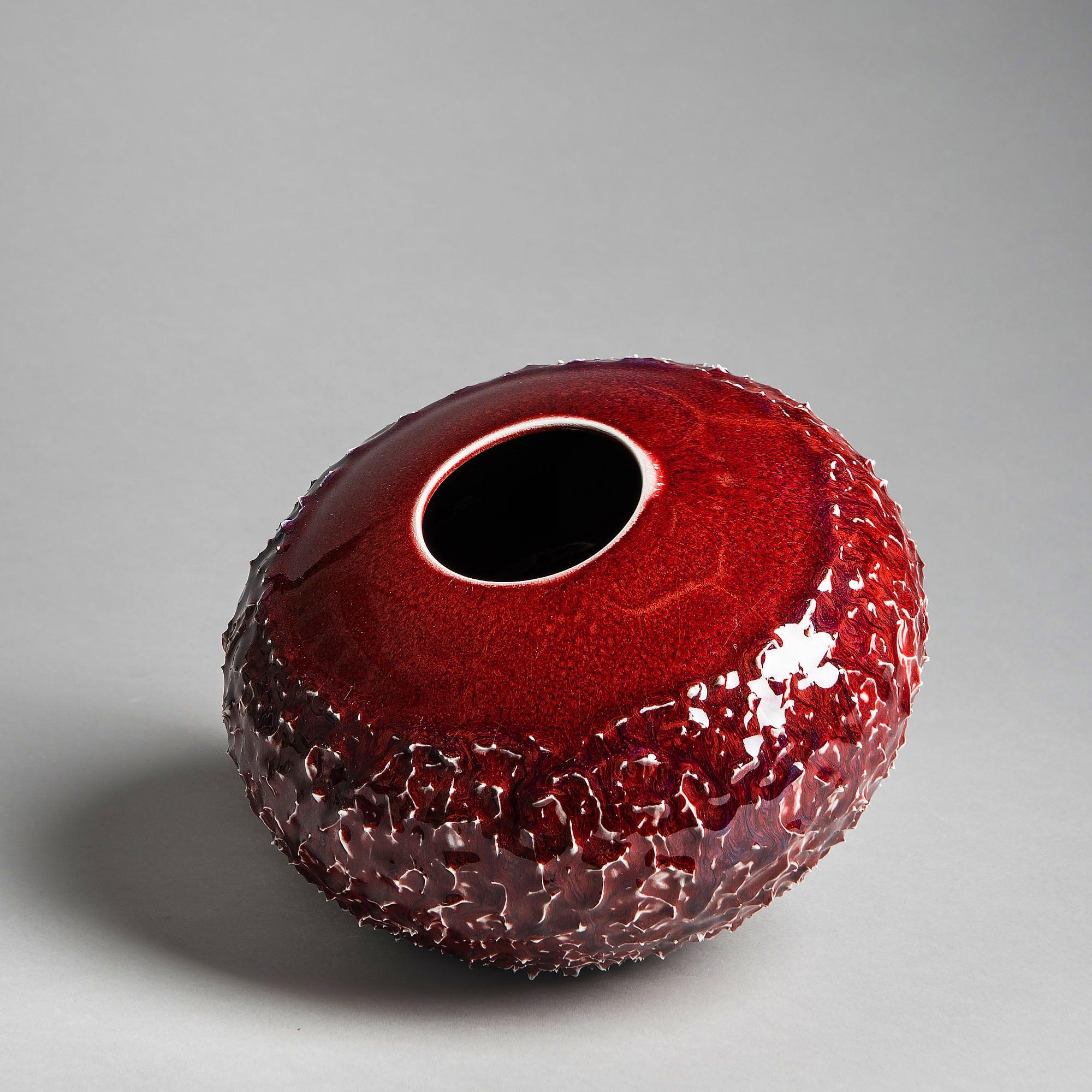 Marie-Laure Guerrier, graine en porcelaine émaillée 1